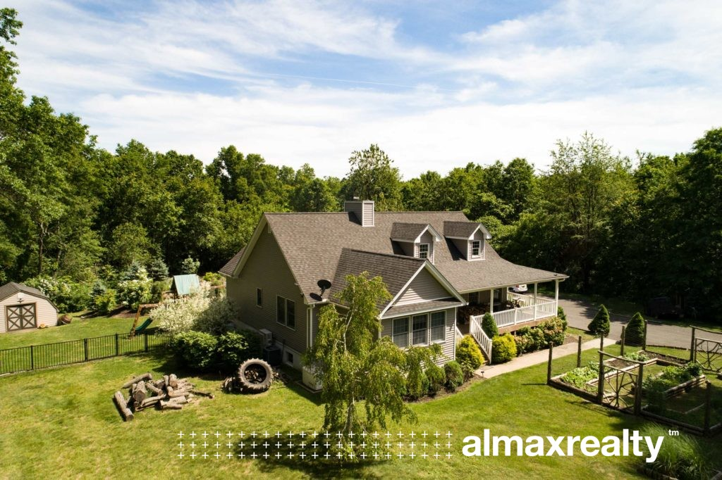 Luxury Hudson Valley Home with a Pool for Sale - Rock Tavern, NY - Almax Realty